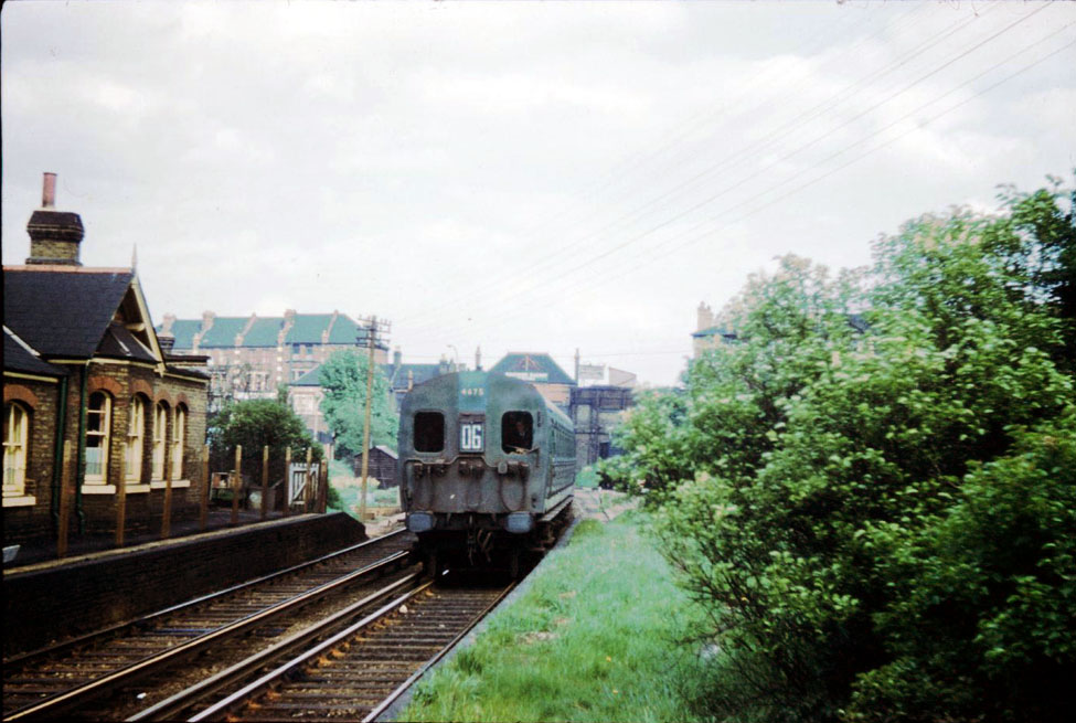 Post-war Bulleid design 4SUB unit 4675 passing through Tooting